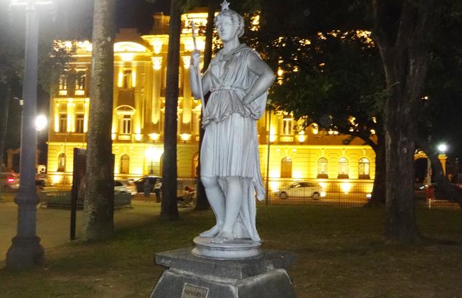 b-estatua