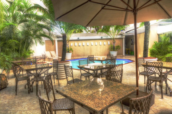 hostel-pátio-piscina