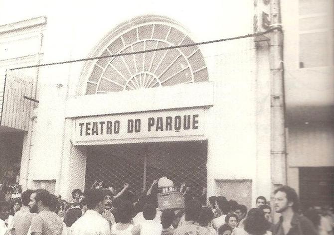 t-fachada-do-teatro-11agosto82-antonio-tenorio