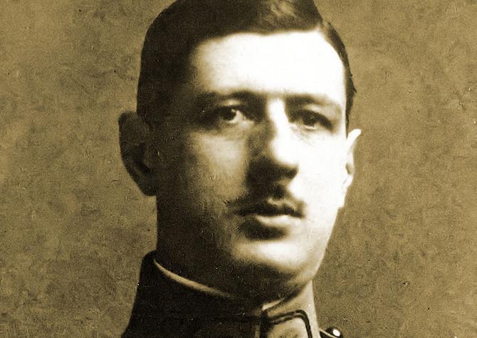 Le capitaine Charles de Gaulle a l'Ecole superieure de Guerre.44eme promotion . 1922-1924. ©leemage