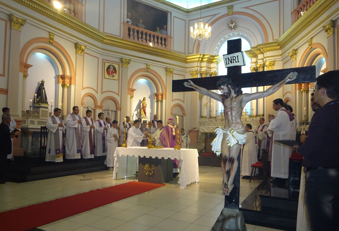 presbiterio-altar-cruz2