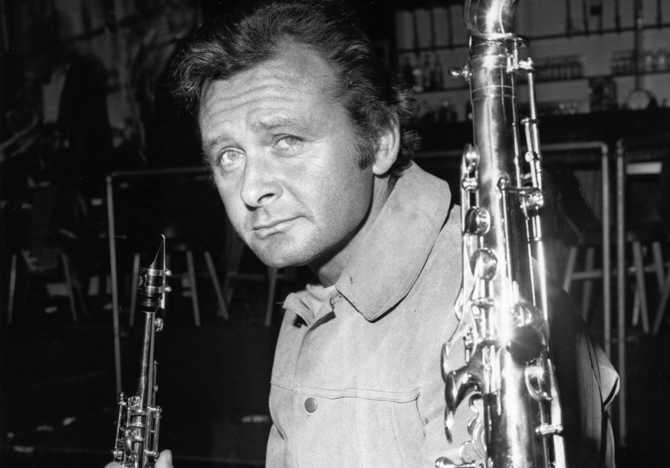 Stanley Getz (1927 - 1991), the American jazz saxophonist and composer who helped to make popular the 'bossa nova' style of jazz. (Photo by Aubrey Hart/Getty Images)