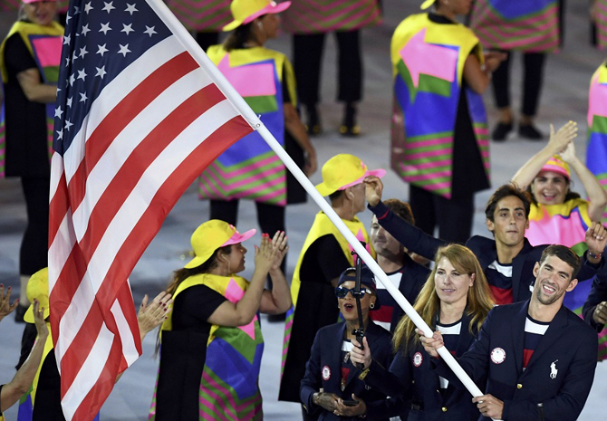 2016 Rio Olympics - Opening ceremony - Maracana - Rio de Janeiro, Brazil - 05/08/2016. Flagbearer Michael Phelps (USA) of United States of America leads his contingent during the opening ceremony. REUTERS/Dylan Martinez FOR EDITORIAL USE ONLY. NOT FOR SALE FOR MARKETING OR ADVERTISING CAMPAIGNS.